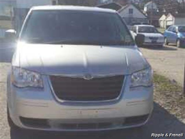 2008 Chrysler Town & Country LX - Photo 2 - Davenport, IA 52802