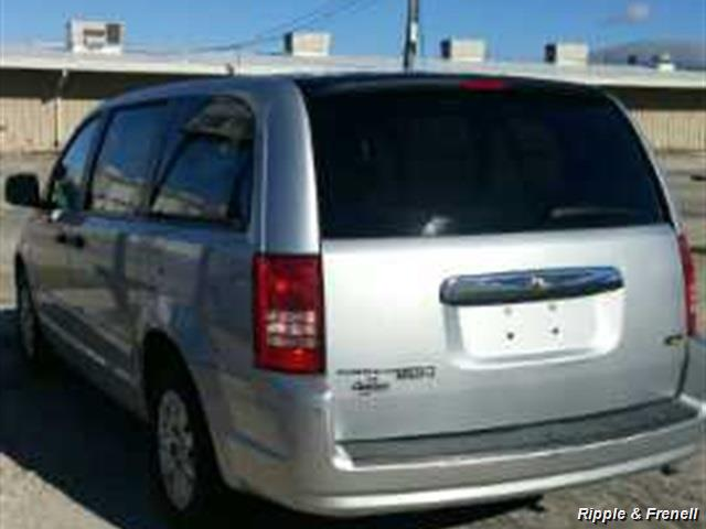 2008 Chrysler Town & Country LX - Photo 3 - Davenport, IA 52802