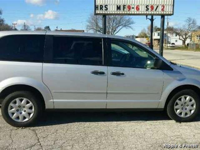 2008 Chrysler Town & Country LX - Photo 1 - Davenport, IA 52802
