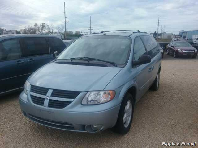 2006 Dodge Grand Caravan SXT - Photo 1 - Davenport, IA 52802