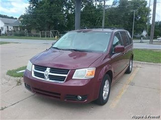 2009 Dodge Grand Caravan SXT - Photo 1 - Davenport, IA 52802
