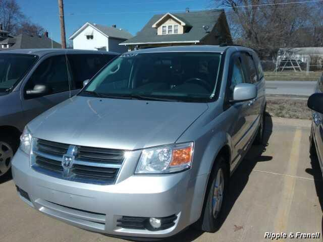 2010 Dodge Grand Caravan SXT - Photo 1 - Davenport, IA 52802