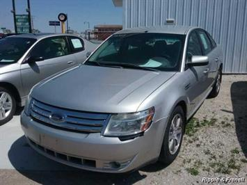 2008 Ford Taurus SEL - Photo 1 - Davenport, IA 52802