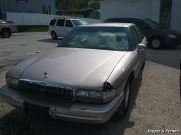 1995 Buick Park Avenue - Photo 1 - Davenport, IA 52802