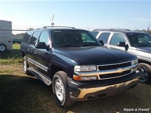 2004 Chevrolet Suburban 1500 LT - Photo 1 - Davenport, IA 52802