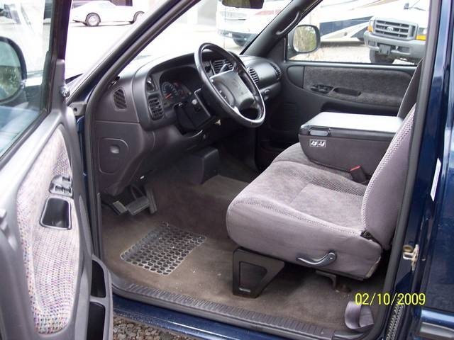 2001 Dodge Ram 1500 SLT - Photo 9 - Angola, IN 46703
