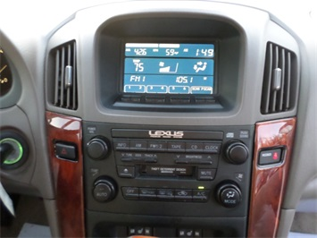 2003 Lexus RX 300 - Photo 18 - Cincinnati, OH 45255