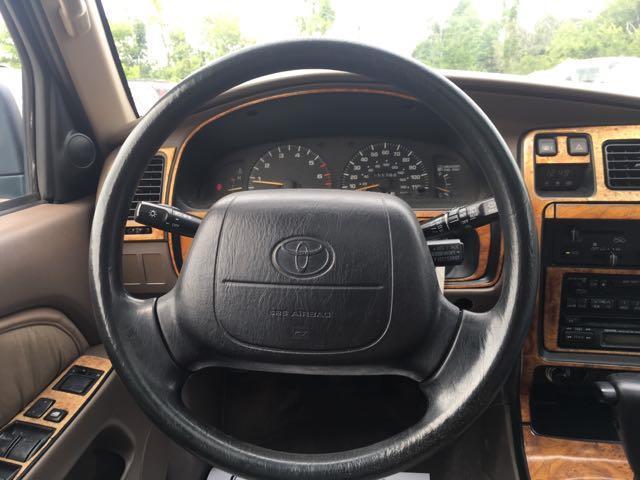 1996 Toyota 4Runner SR5 - Photo 16 - Cincinnati, OH 45255