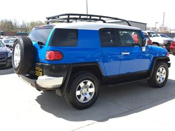 2007 Toyota FJ Cruiser 4dr SUV - Photo 6 - Cincinnati, OH 45255