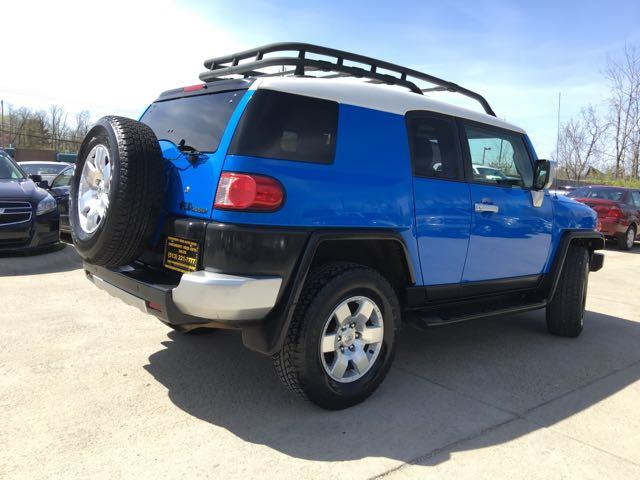 2007 Toyota FJ Cruiser 4dr SUV - Photo 13 - Cincinnati, OH 45255