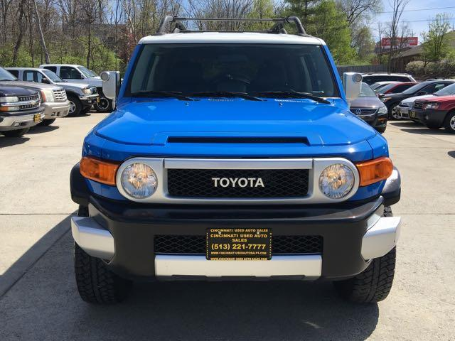 2007 Toyota FJ Cruiser 4dr SUV - Photo 2 - Cincinnati, OH 45255