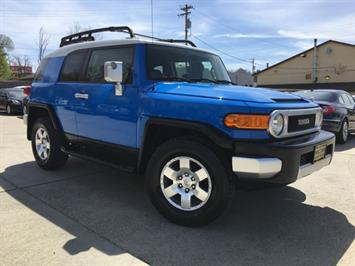 2007 Toyota FJ Cruiser 4dr SUV - Photo 10 - Cincinnati, OH 45255