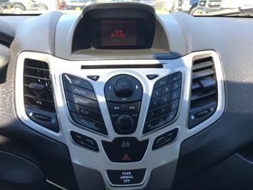 2013 Ford Fiesta SE - Photo 18 - Cincinnati, OH 45255