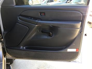 2005 Chevrolet Silverado 3500 LS 4dr Crew Cab - Photo 20 - Cincinnati, OH 45255