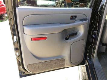 2005 Chevrolet Suburban 1500 LT - Photo 23 - Cincinnati, OH 45255
