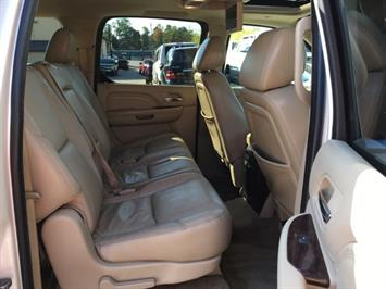 2009 Cadillac Escalade ESV - Photo 9 - Cincinnati, OH 45255