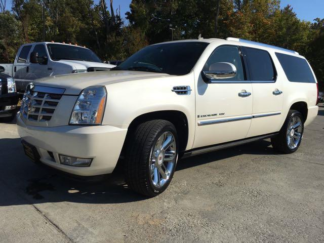 2009 Cadillac Escalade ESV - Photo 12 - Cincinnati, OH 45255