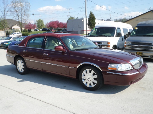 2004 lincoln town car ultimate for sale in cincinnati oh stock 11571. Black Bedroom Furniture Sets. Home Design Ideas