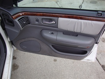 1997 Chrysler LHS - Photo 12 - Cincinnati, OH 45255