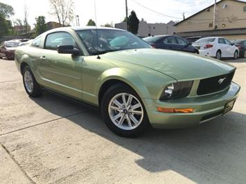 2006 Ford Mustang V6 Deluxe - Photo 10 - Cincinnati, OH 45255
