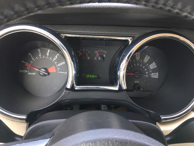 2006 Ford Mustang V6 Deluxe - Photo 19 - Cincinnati, OH 45255