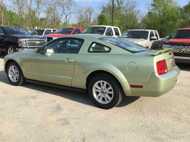 2006 Ford Mustang V6 Deluxe - Photo 4 - Cincinnati, OH 45255