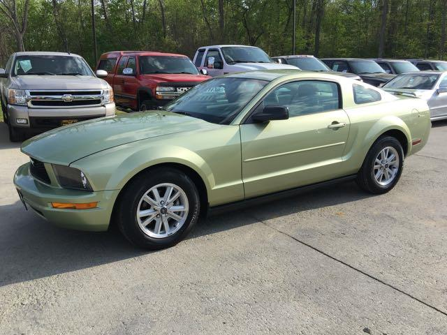 2006 Ford Mustang V6 Deluxe - Photo 3 - Cincinnati, OH 45255