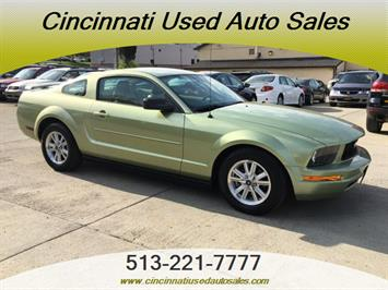 2006 Ford Mustang V6 Deluxe - Photo 1 - Cincinnati, OH 45255