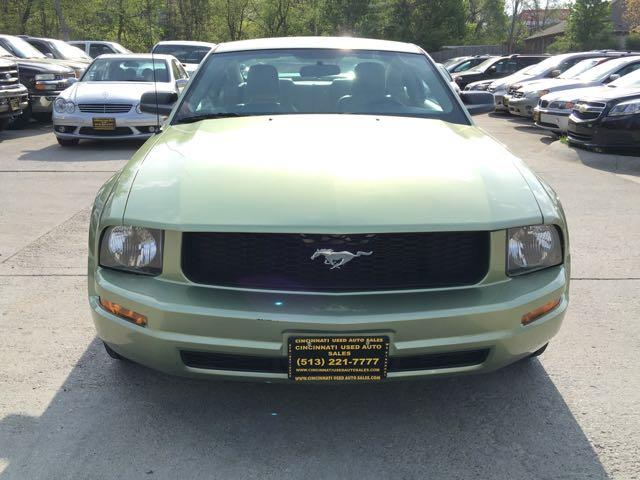 2006 Ford Mustang V6 Deluxe - Photo 2 - Cincinnati, OH 45255