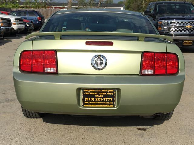 2006 Ford Mustang V6 Deluxe - Photo 5 - Cincinnati, OH 45255