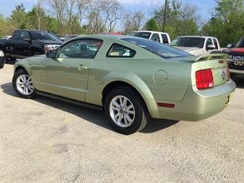 2006 Ford Mustang V6 Deluxe - Photo 12 - Cincinnati, OH 45255