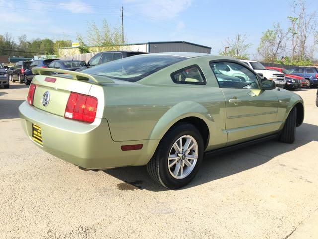 2006 Ford Mustang V6 Deluxe - Photo 13 - Cincinnati, OH 45255