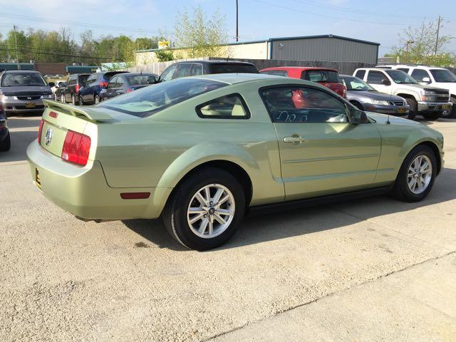 2006 Ford Mustang V6 Deluxe - Photo 6 - Cincinnati, OH 45255