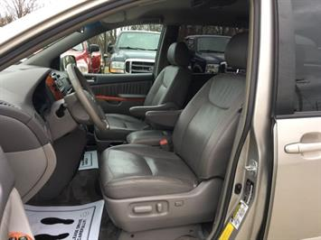 2006 Toyota Sienna XLE 7 Passenger - Photo 14 - Cincinnati, OH 45255
