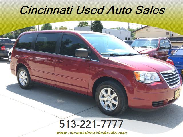 2010 Chrysler Town & Country LX - Photo 1 - Cincinnati, OH 45255