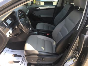 2013 Volkswagen Jetta Hybrid SEL - Photo 14 - Cincinnati, OH 45255