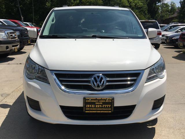 2011 Volkswagen Routan SE - Photo 2 - Cincinnati, OH 45255