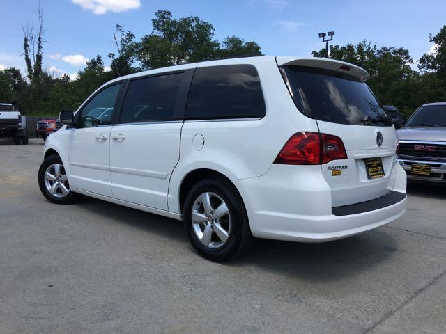 2011 Volkswagen Routan SE - Photo 13 - Cincinnati, OH 45255