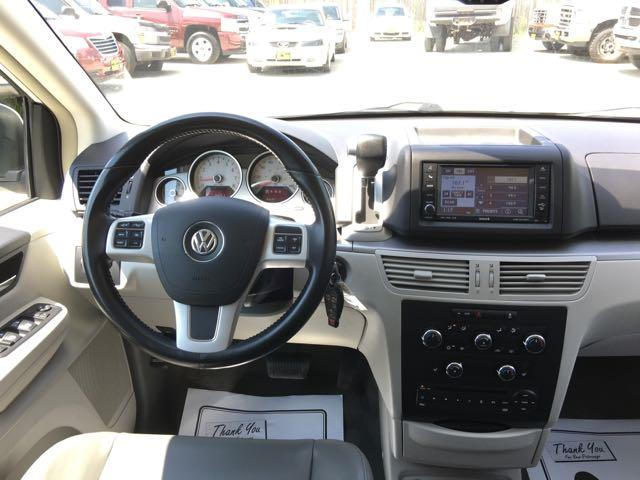 2011 Volkswagen Routan SE - Photo 7 - Cincinnati, OH 45255