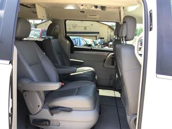 2011 Volkswagen Routan SE - Photo 9 - Cincinnati, OH 45255