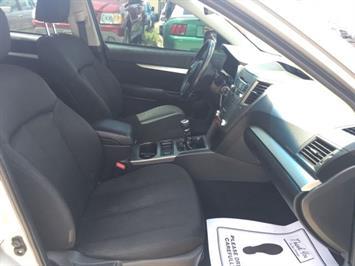 2011 Subaru Legacy 2.5i Premium - Photo 8 - Cincinnati, OH 45255