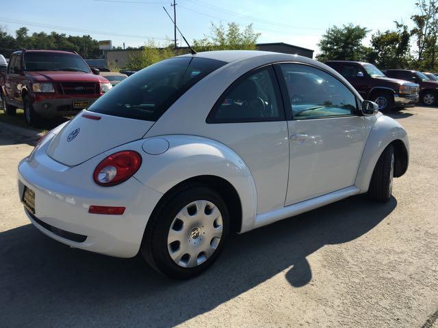 2010 Volkswagen Beetle - Photo 13 - Cincinnati, OH 45255