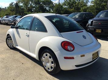 2010 Volkswagen Beetle - Photo 12 - Cincinnati, OH 45255