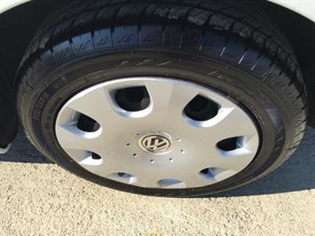 2010 Volkswagen Beetle - Photo 27 - Cincinnati, OH 45255