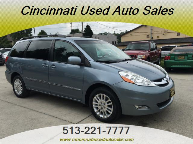 2010 Toyota Sienna XLE Limited - Photo 1 - Cincinnati, OH 45255