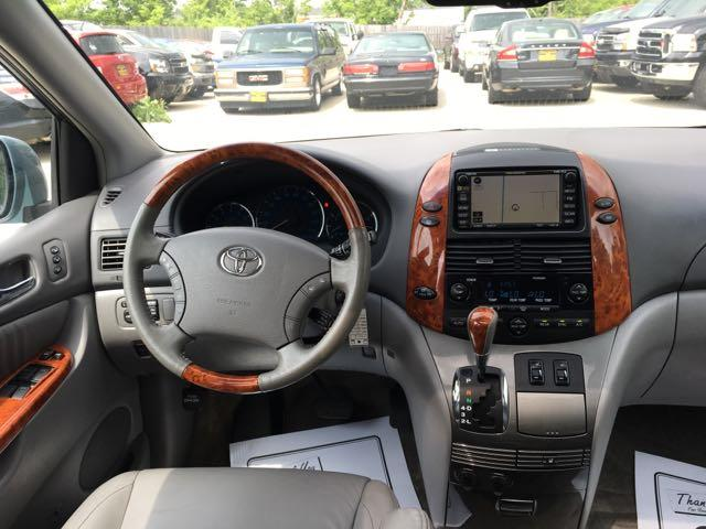 2010 Toyota Sienna XLE Limited - Photo 7 - Cincinnati, OH 45255