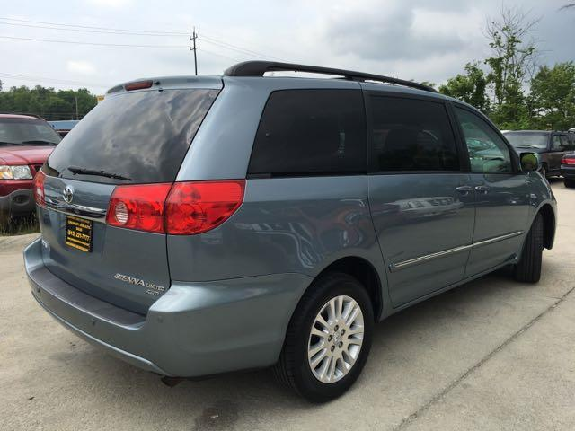 2010 Toyota Sienna XLE Limited - Photo 13 - Cincinnati, OH 45255