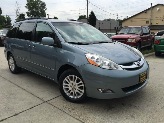2010 Toyota Sienna XLE Limited - Photo 12 - Cincinnati, OH 45255