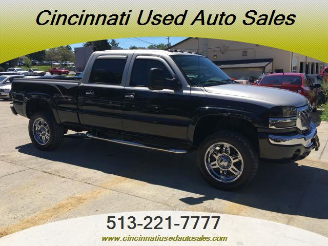 2004 GMC Sierra 2500 SLE 4dr Crew Cab - Photo 1 - Cincinnati, OH 45255