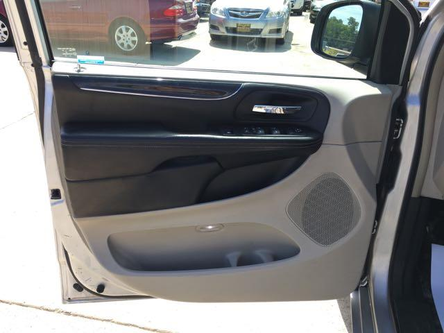 2012 Chrysler Town & Country Touring - Photo 26 - Cincinnati, OH 45255